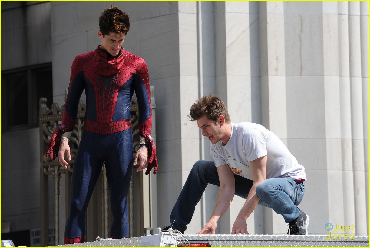 andrew garfield spiderman young fans 02