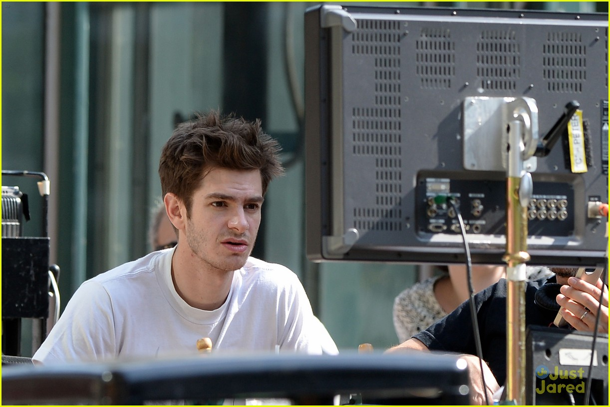 andrew garfield spiderman young fans 13