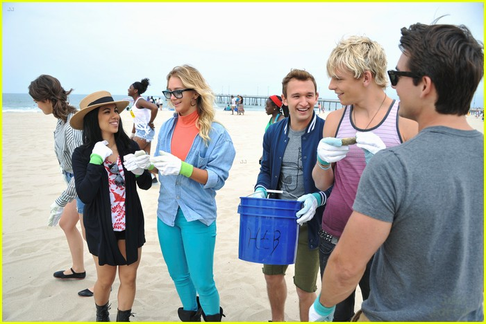 teen beach musical cast beach cleanup 02