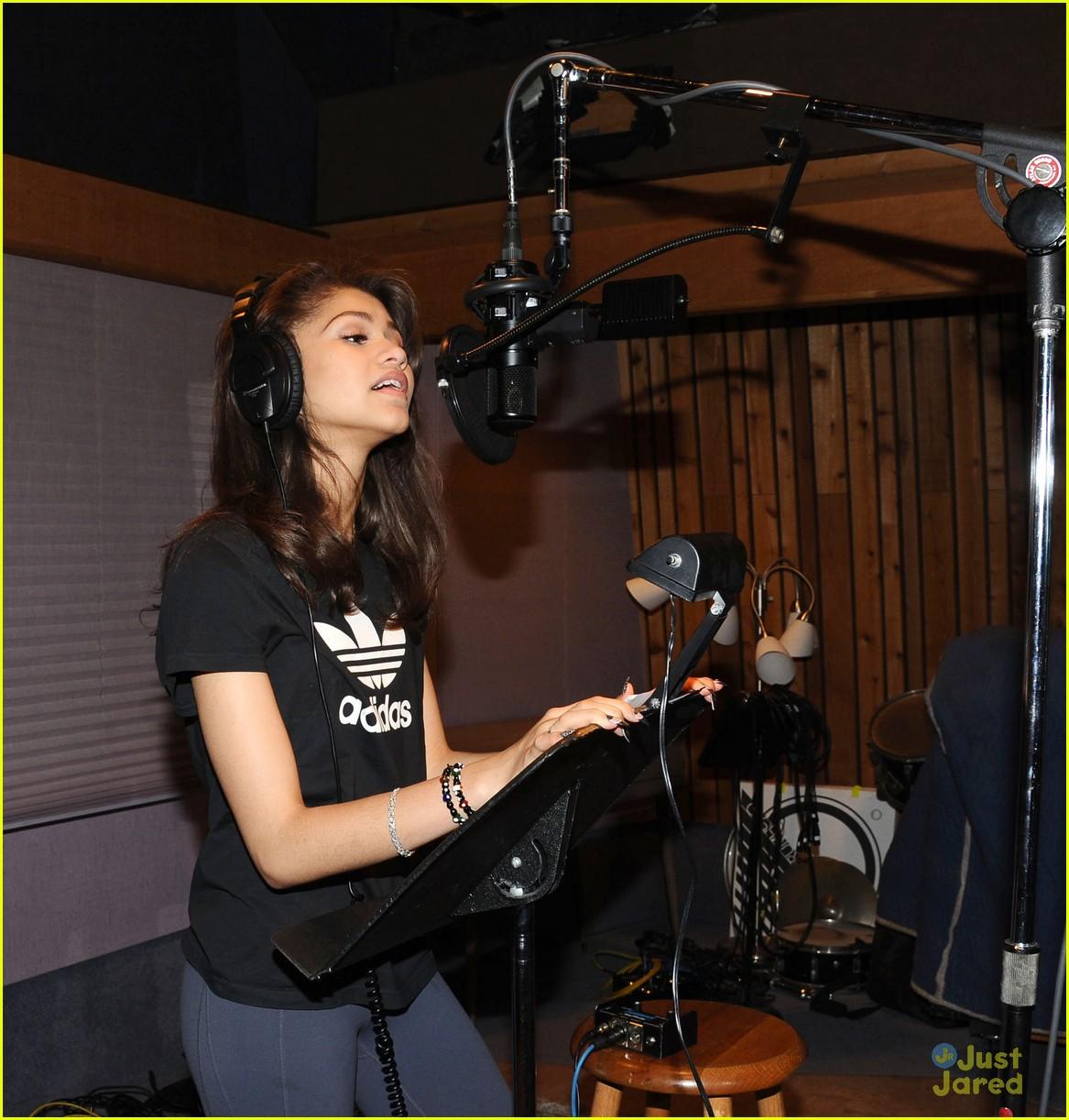 zendaya replay recording pics 08