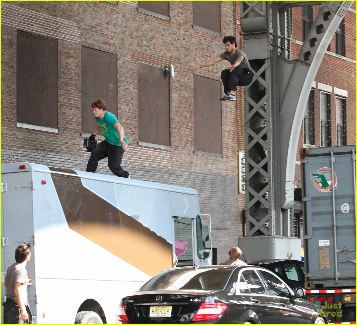 taylor lautner films stunt scenes fo tracers 10