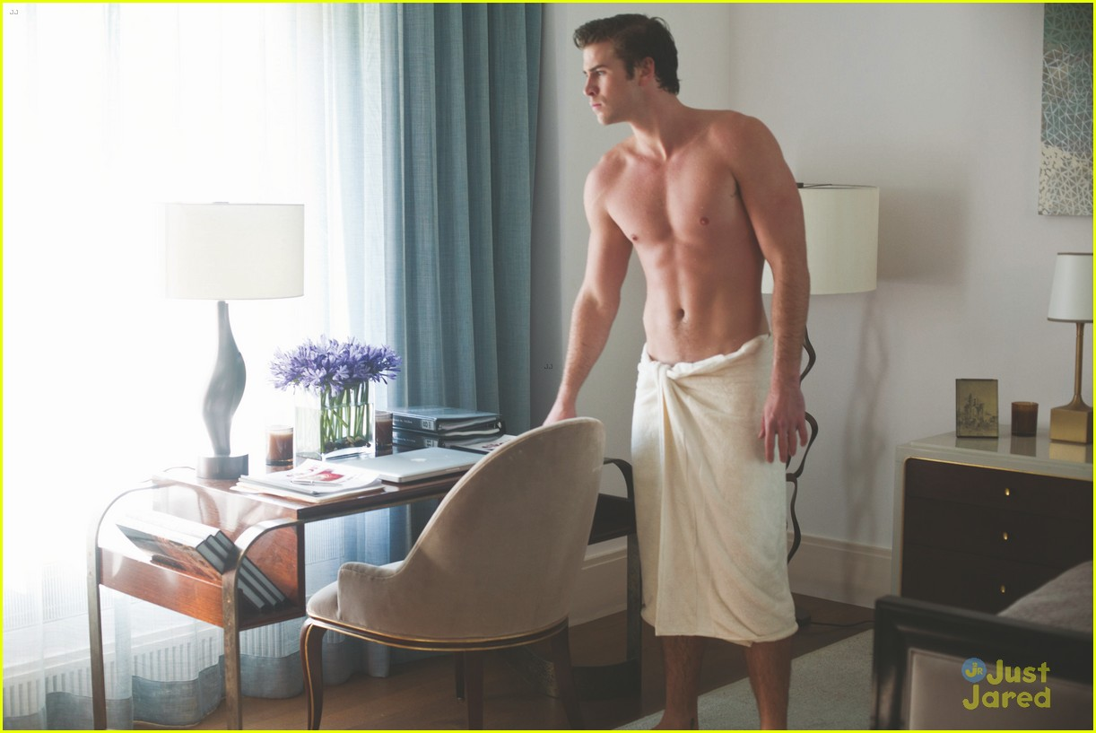 liam hemsworth shirtless in a towel for paranoia 02