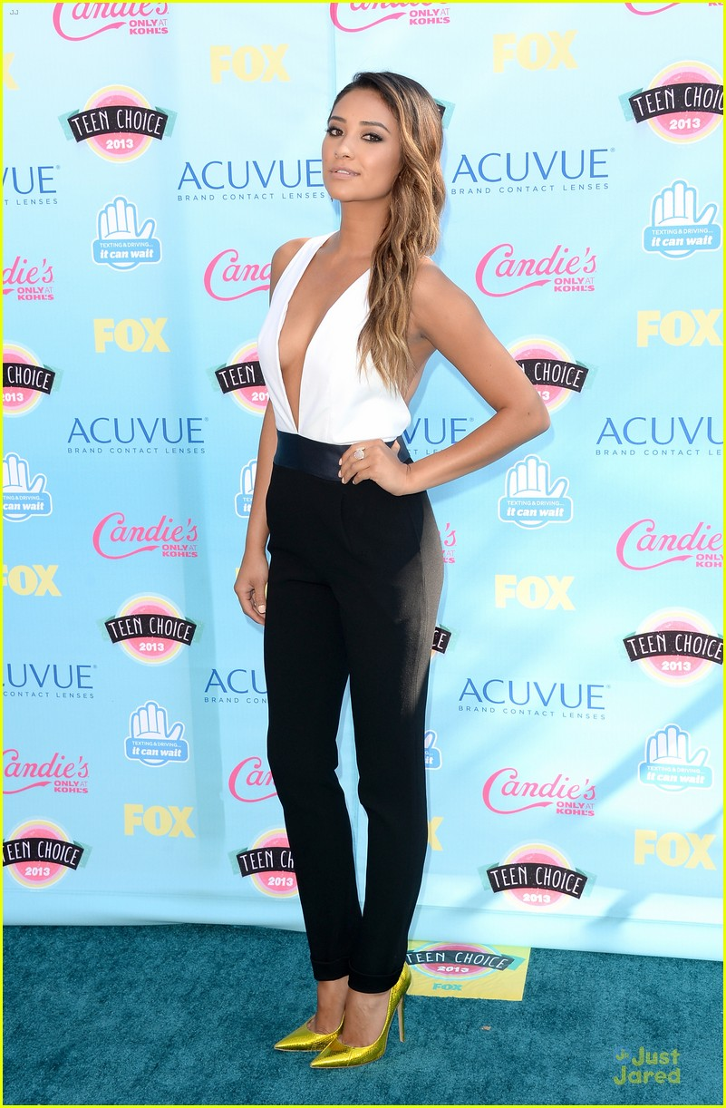 ashley benson shay mitchell teen choice awards 2013 08