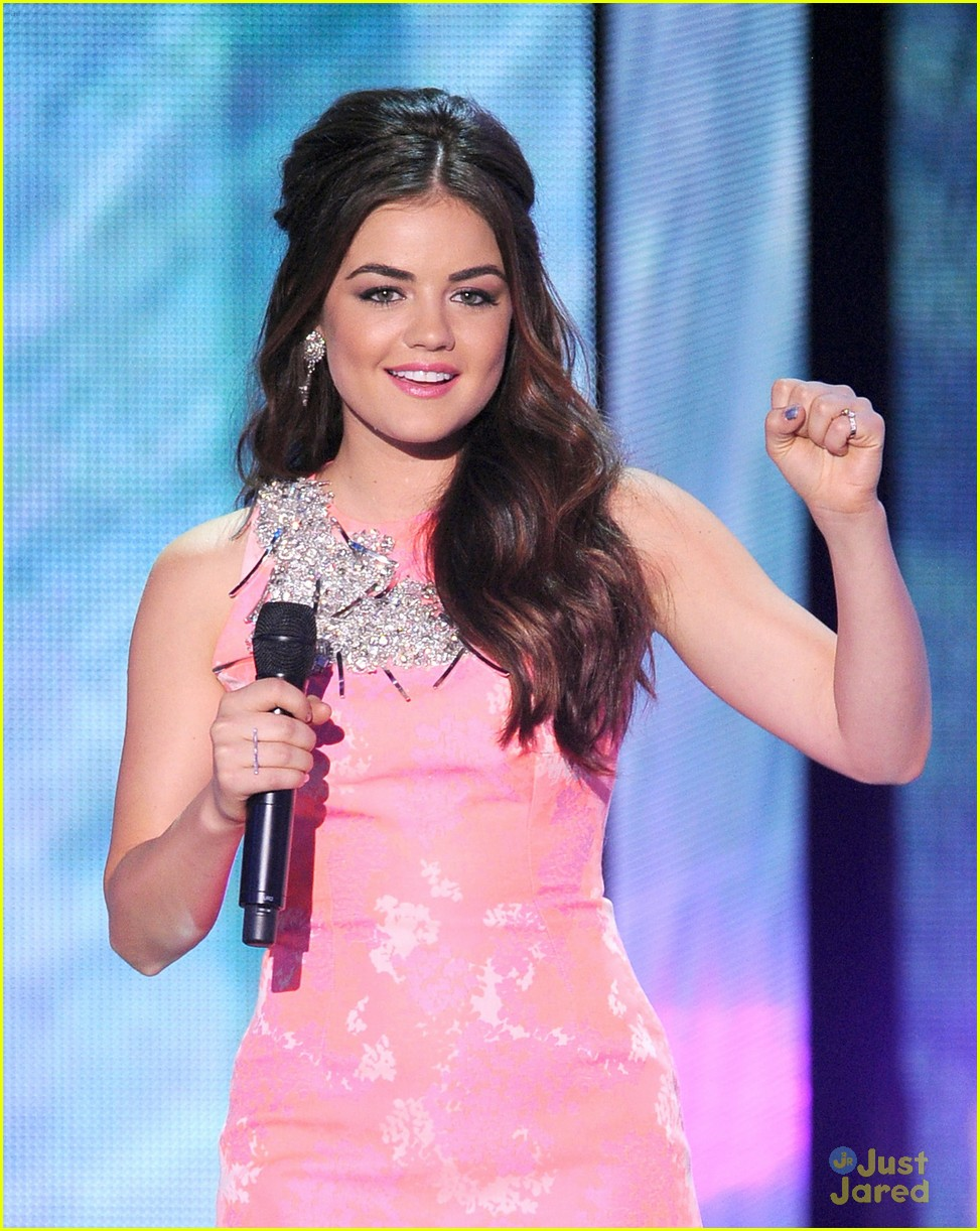 lucy hale hot hosting looks tcas 06