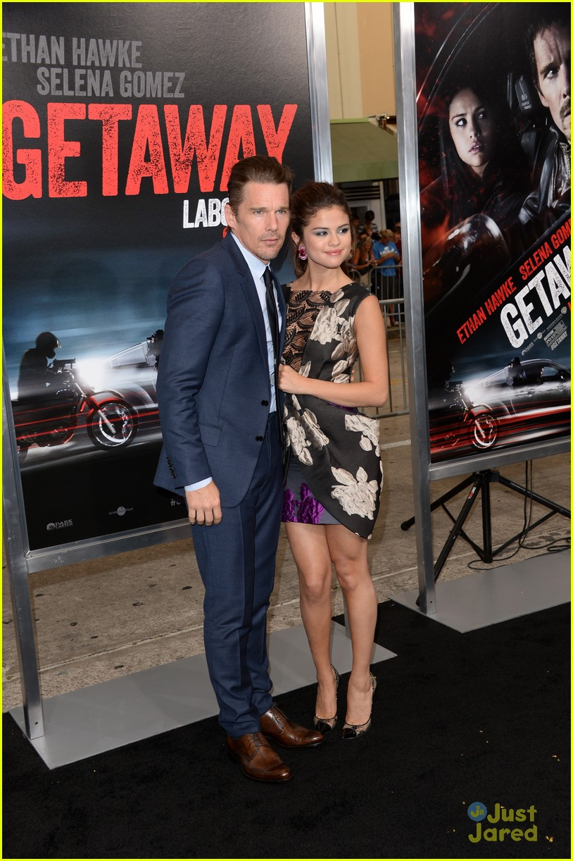 Full Sized Photo of selena gomez getaway la premiere 05 ...