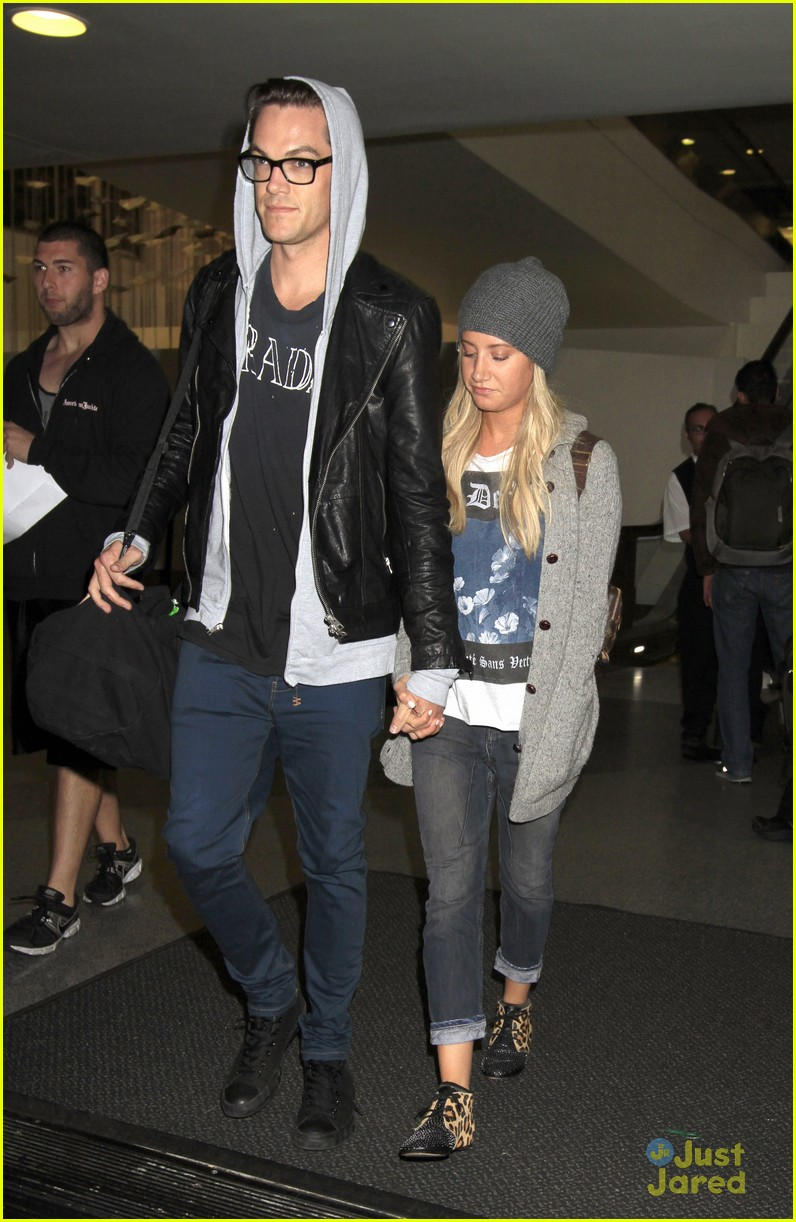 ashley tisdale christopher french lax landing after engagement news 04