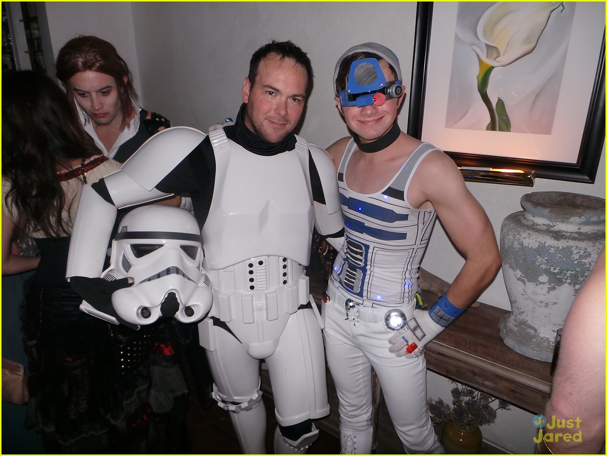 chord overstreet chris colfer matt morrisons halloween party 02