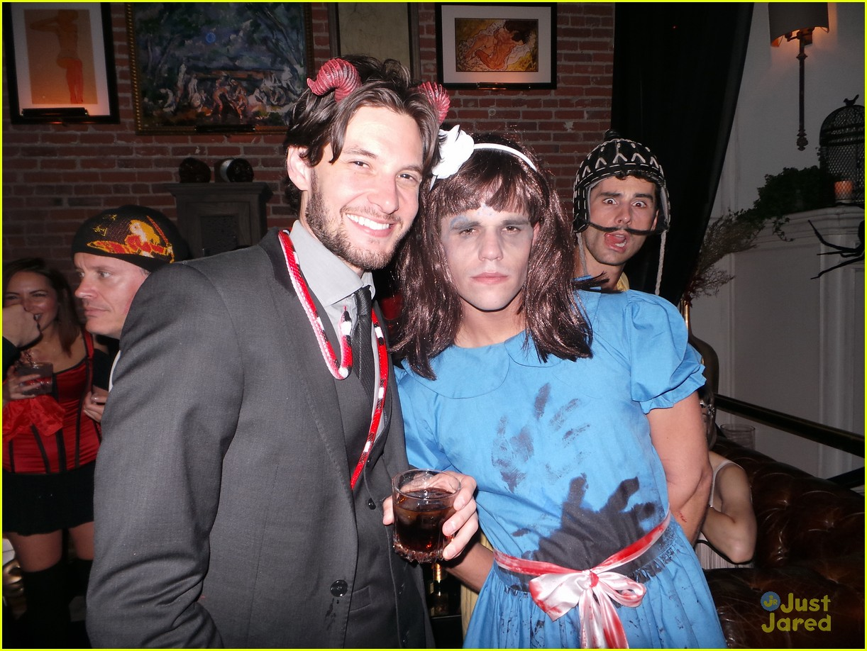 chord overstreet chris colfer matt morrisons halloween party 08
