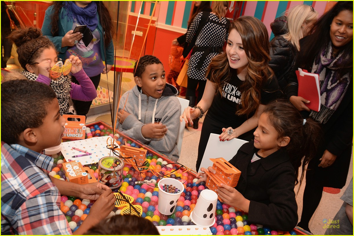 laura marano trick treat dylans candy bar nyc 02