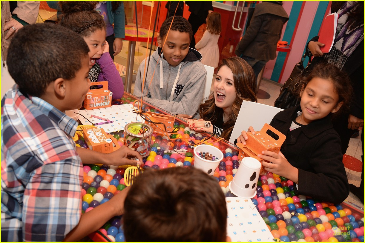 laura marano trick treat dylans candy bar nyc 04