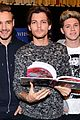 1d-signing one direction book signing 02