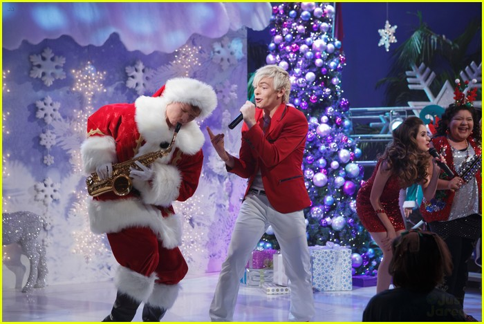 austin ally holiday mistletoe stills 01
