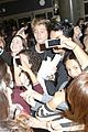 5sos-lax1 5sos casue fan frenzy at lax 23