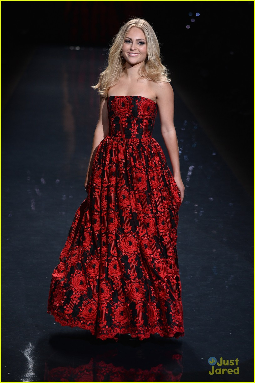 annasophia robb red dress fashion show 2014 10