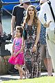 Sarah-ariel sarah hyland ariel winter modern family holiday episode australia 09
