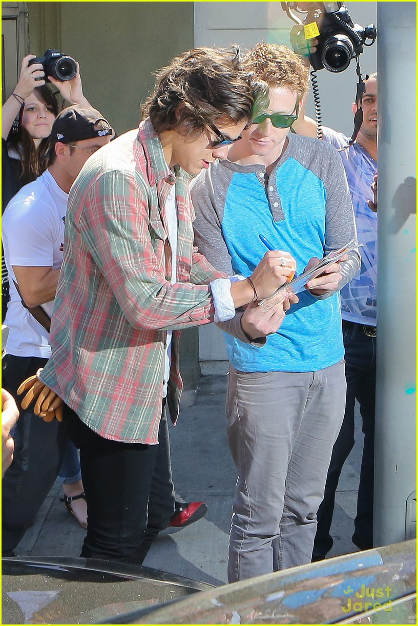 harry styles weho lunch sea of paps 11