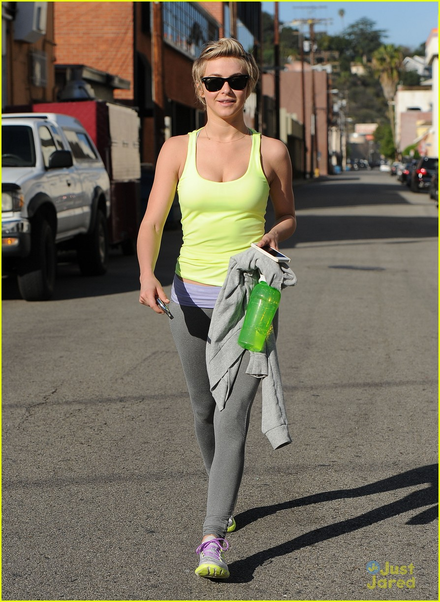 julianne hough dotes on nephews after workout 10