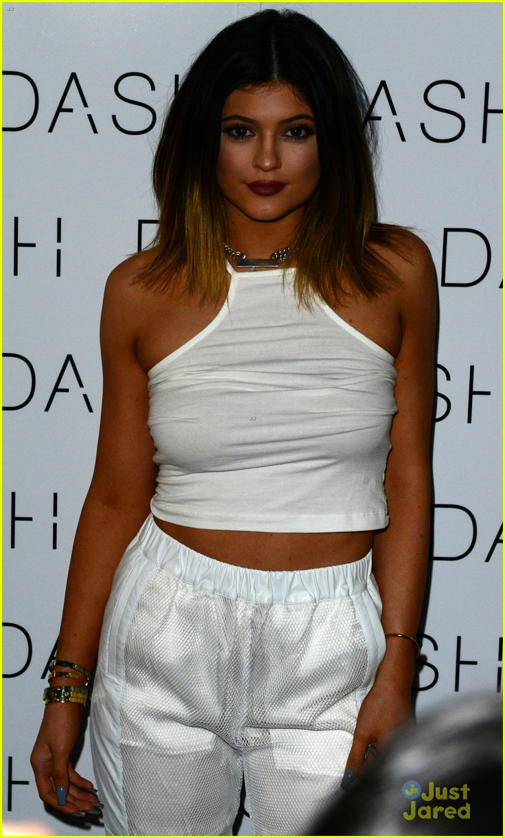 kim kardashian steals sister kylie jenner bikini 05