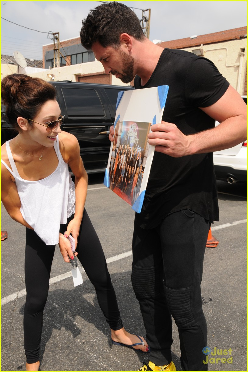 meryl davis and max chmerkovskiy dating Meryl davis and maksim chmerkovskiy are rumored to be dating, and one only has to look at their sparkling chemistry during their dances or interviews to see it.