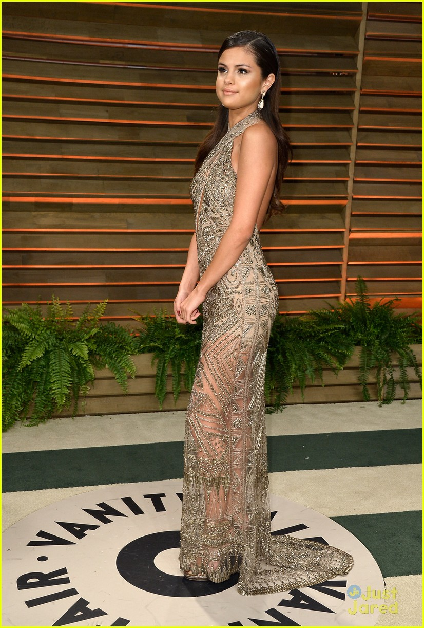 gomez hangs with vanessa hudgens at vanity fair oscars party 2014 05