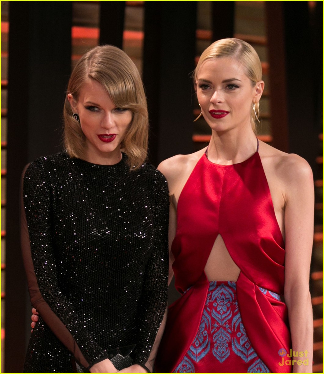 taylor swift goes glam at vanity fair oscars party 2014 09