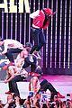 Jason-city jason derulo jordin sparks get cozy on stage 33