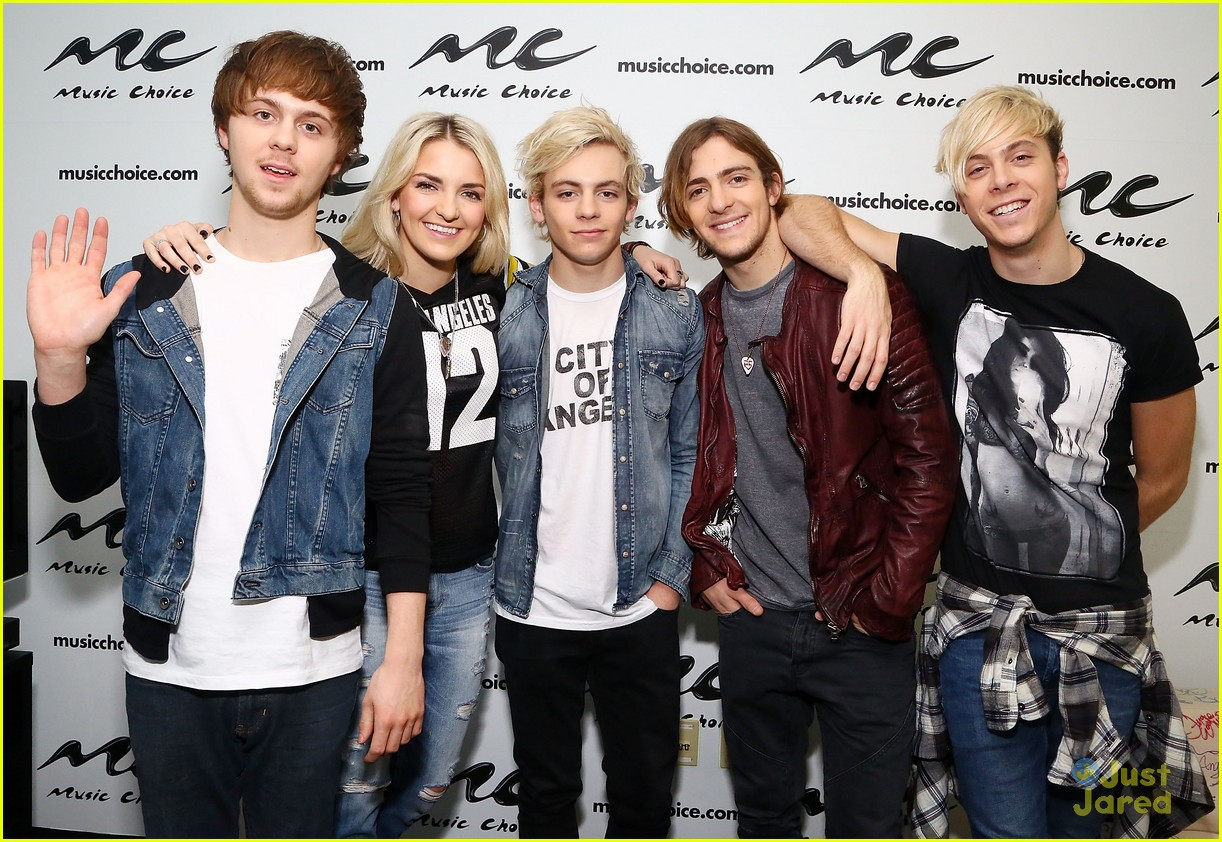 r5 jams out with some fans01