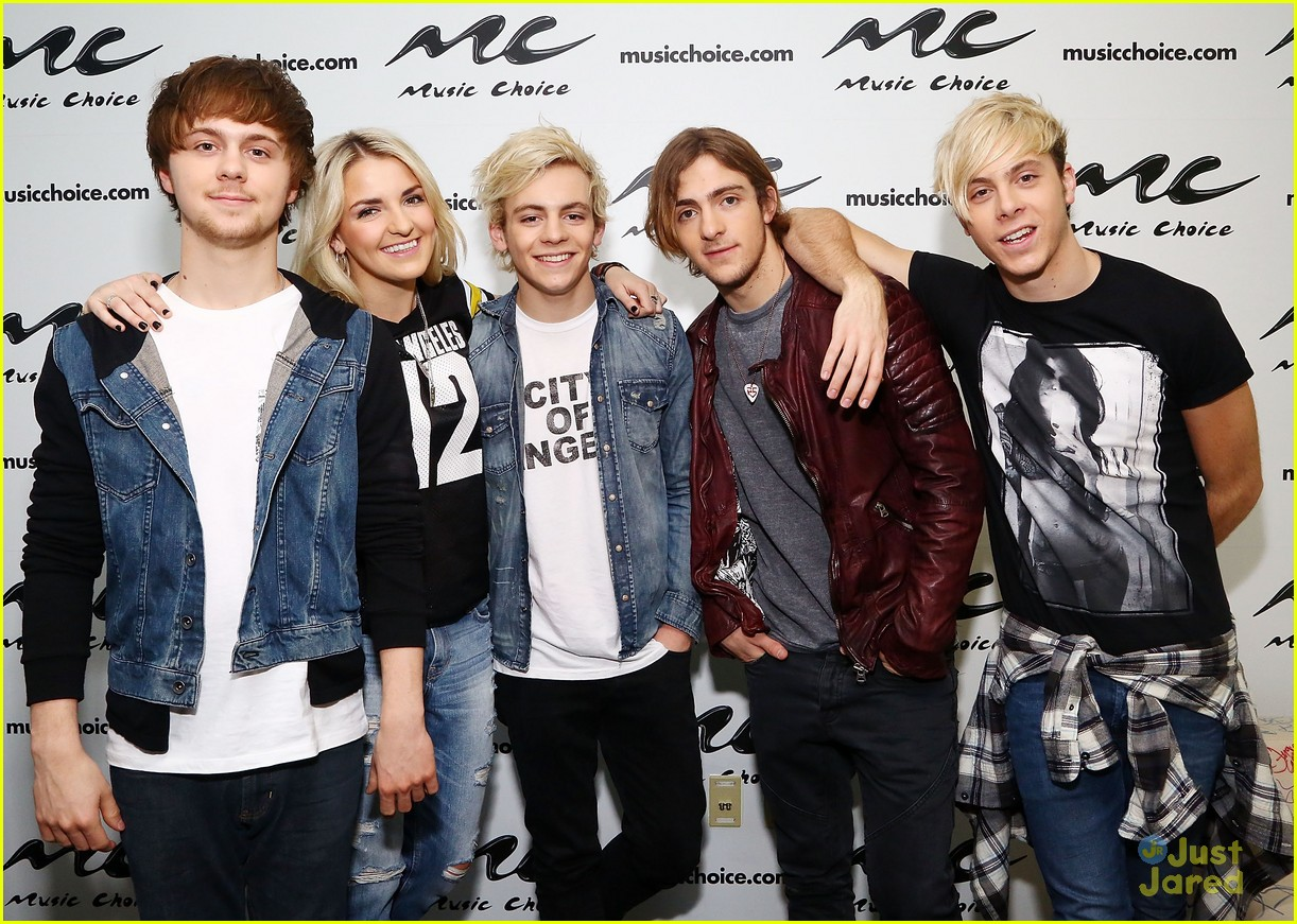 r5 jams out with some fans02