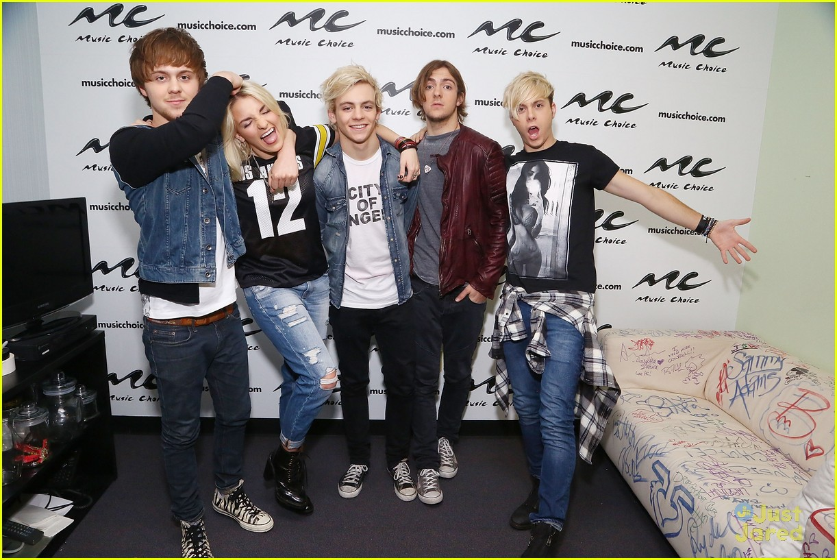 r5 jams out with some fans06