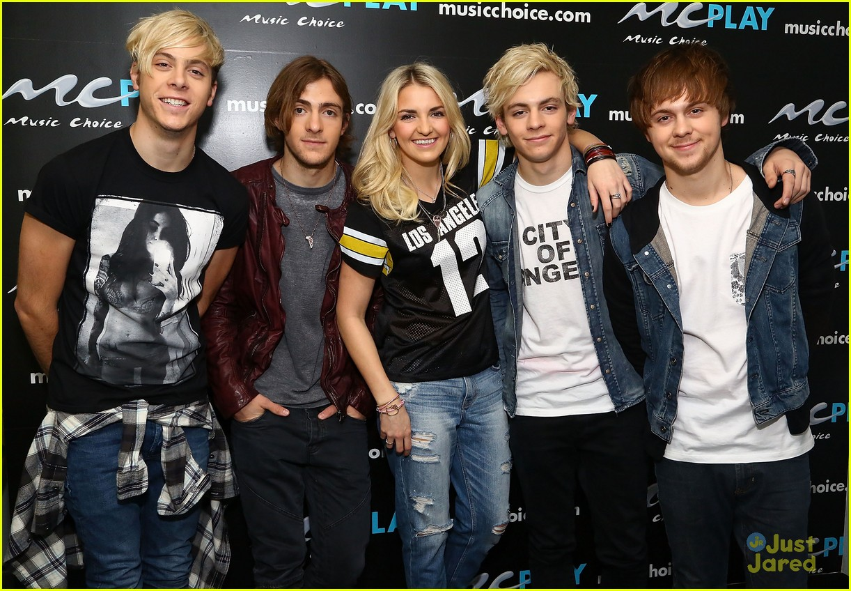 r5 jams out with some fans07
