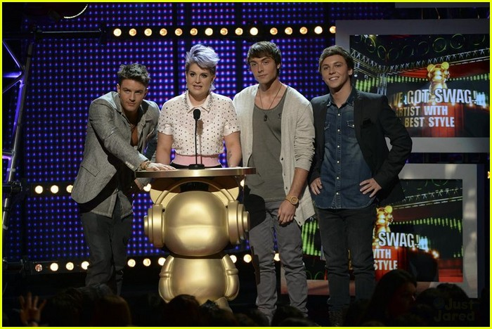 the vamps amp emblem3 rule the red carpet at rdmas 2014