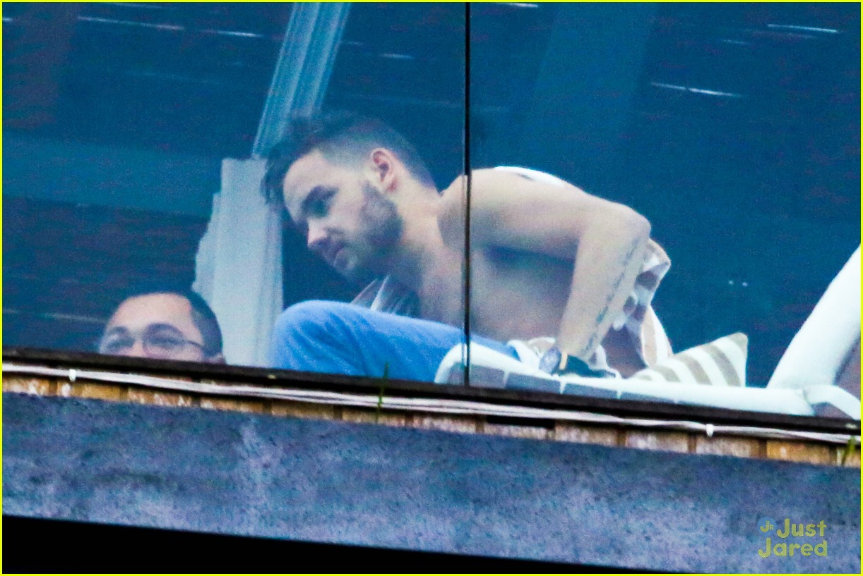 Liam Payne shares shirtless snap from hotel bedroom