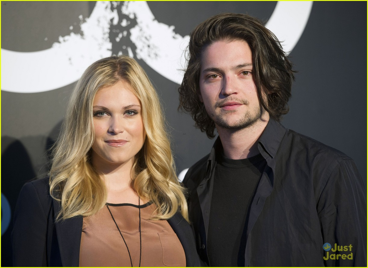 eliza taylor amp thomas mcdonell attend madrid photo call