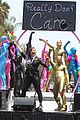 Lovato-rdcvideo demi lovato really dont care music video shoot la pride parade 14
