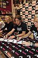 R5-manchester r5 ellington ratliff lost voice album signing 02