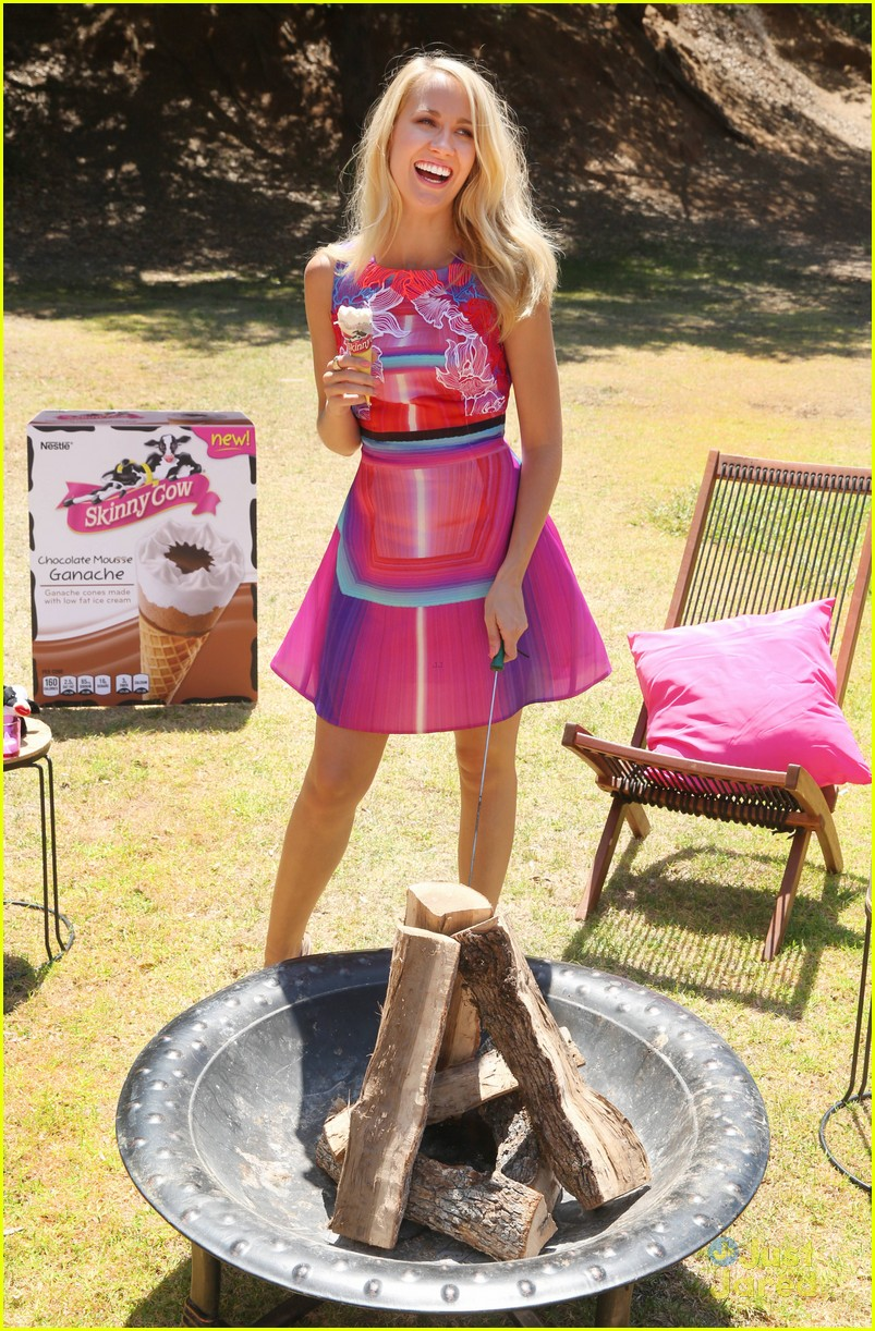 anna camp glamping brittany snow vegas 02