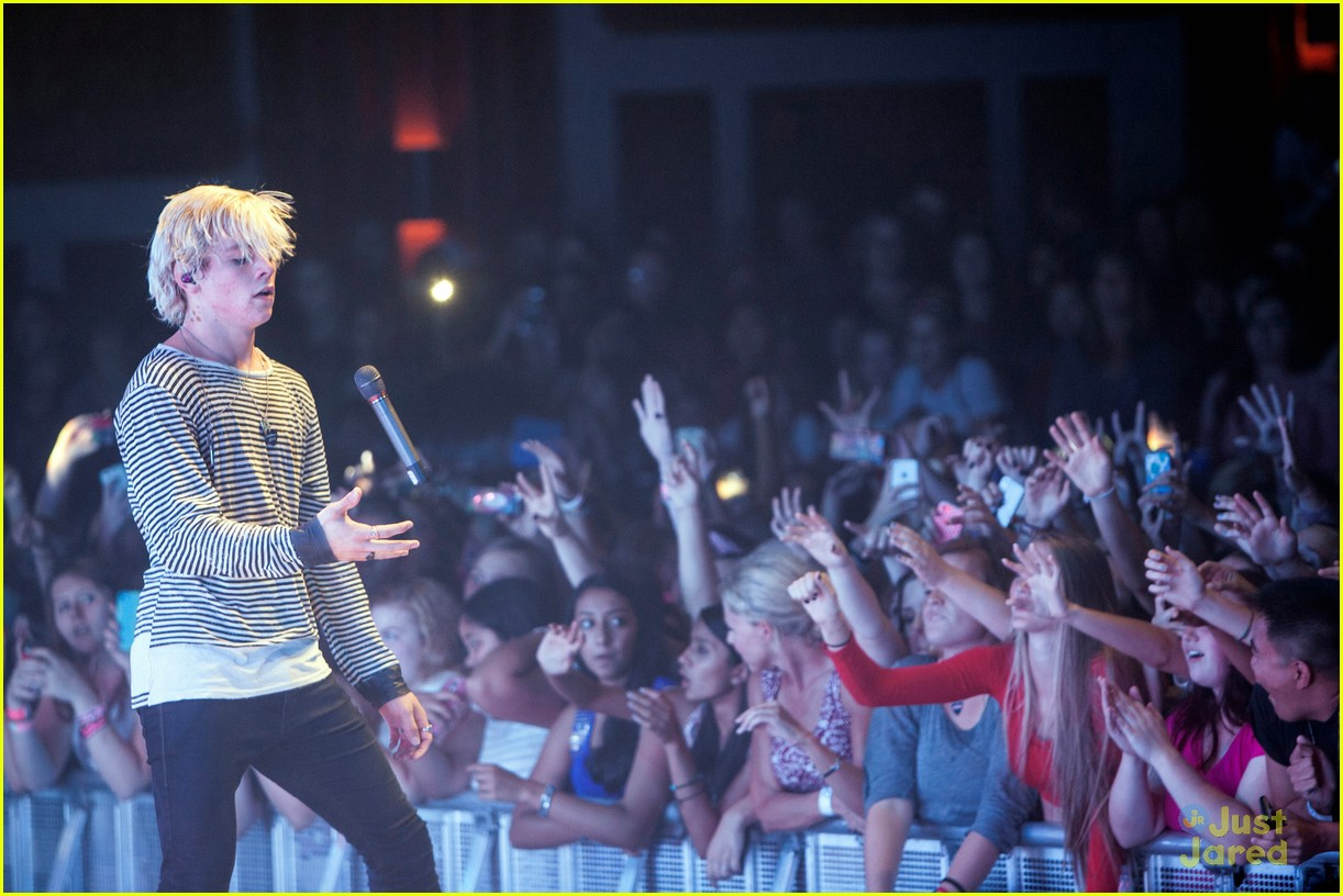 r5 ross lynch detroit performance 13