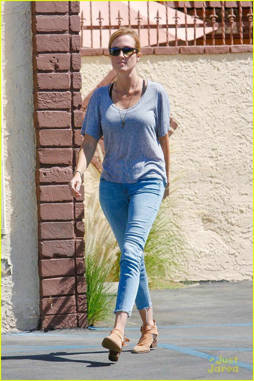 Sadie robertson yoga pants