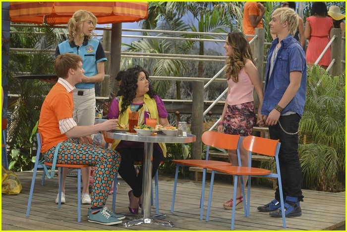 austin ally hold hands sonic boom closing 03