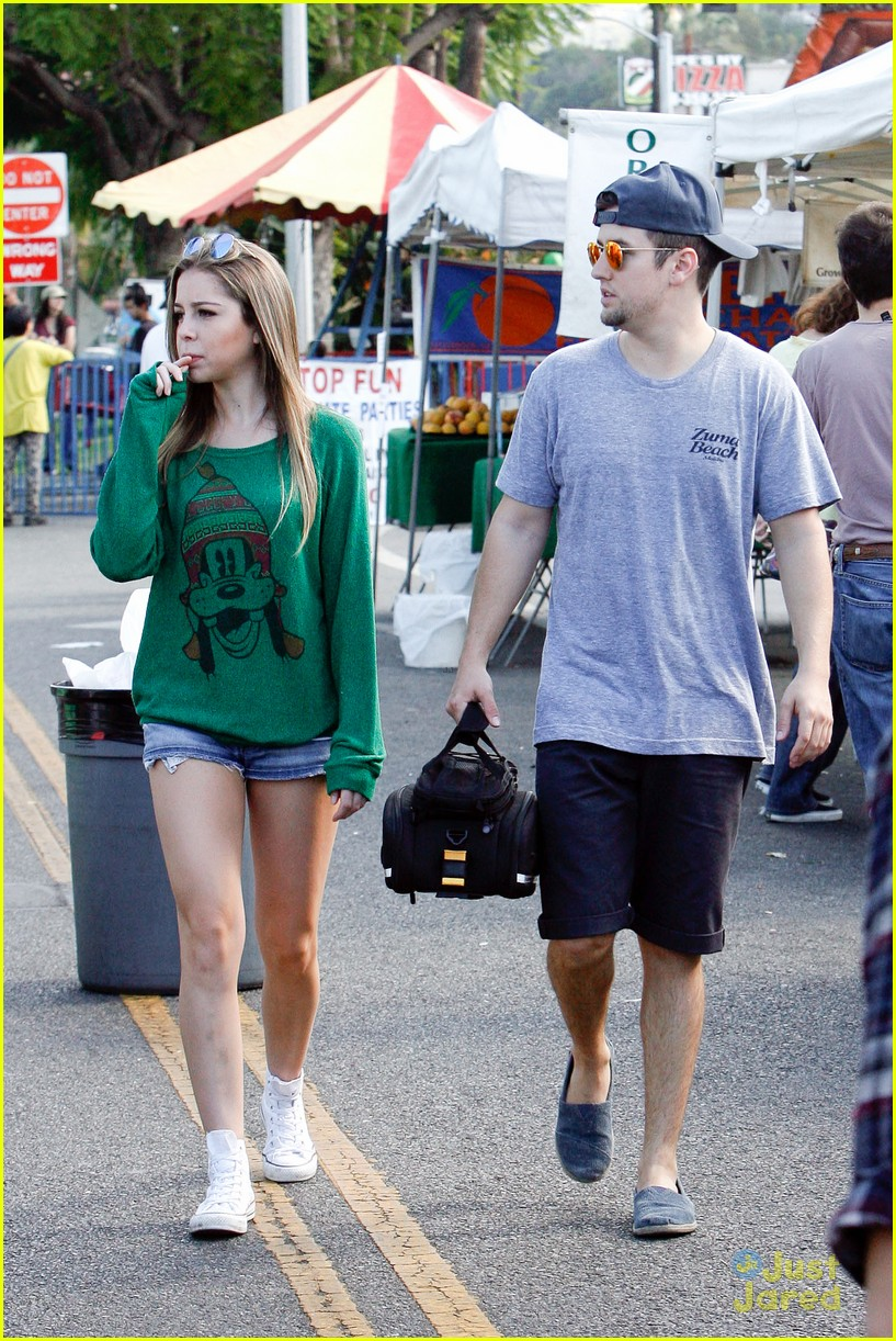 logan henderson mackenzie vega new couple kiss 16