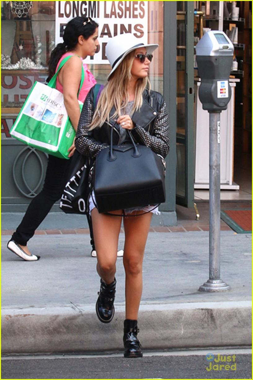 ashley tisdale floppy hat halloween 06 - Ashley Tisdale Halloween