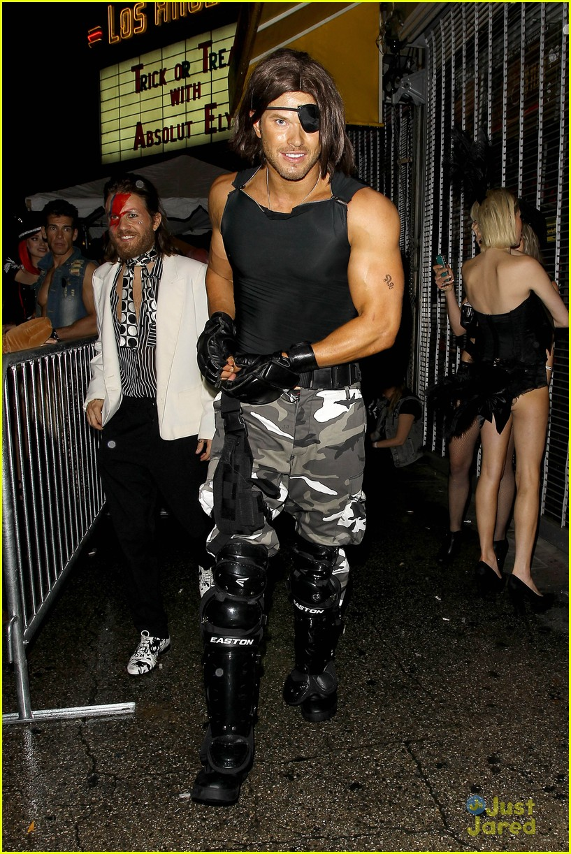 Kellan Lutz Flaunts Muscles For Halloween Party | Photo 737185 ...