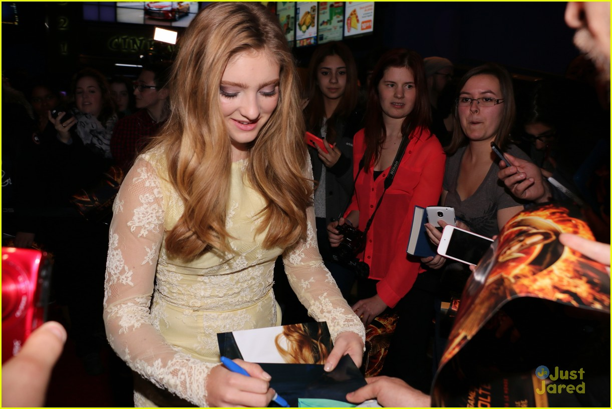 willow shields montreal mockingjay premiere 04