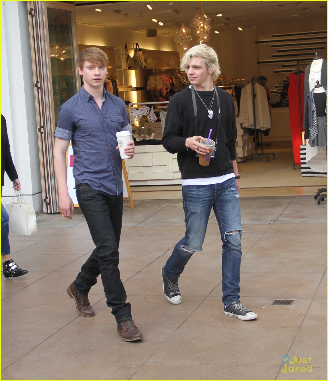 austin ally cast hang out at the grove 02