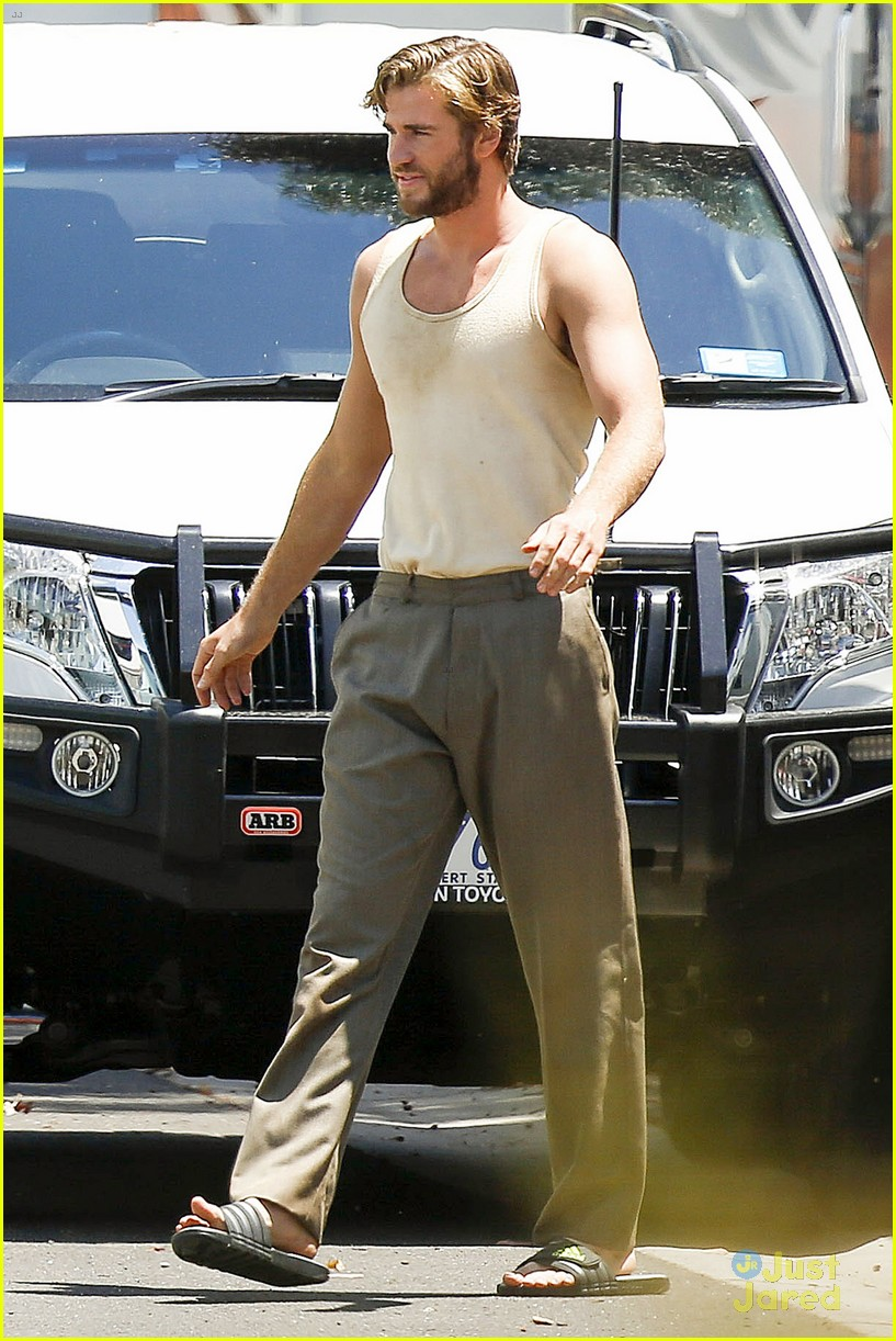 Full Sized Photo of liam hemsworth barefoot the dressmaker ... Liam Hemsworth