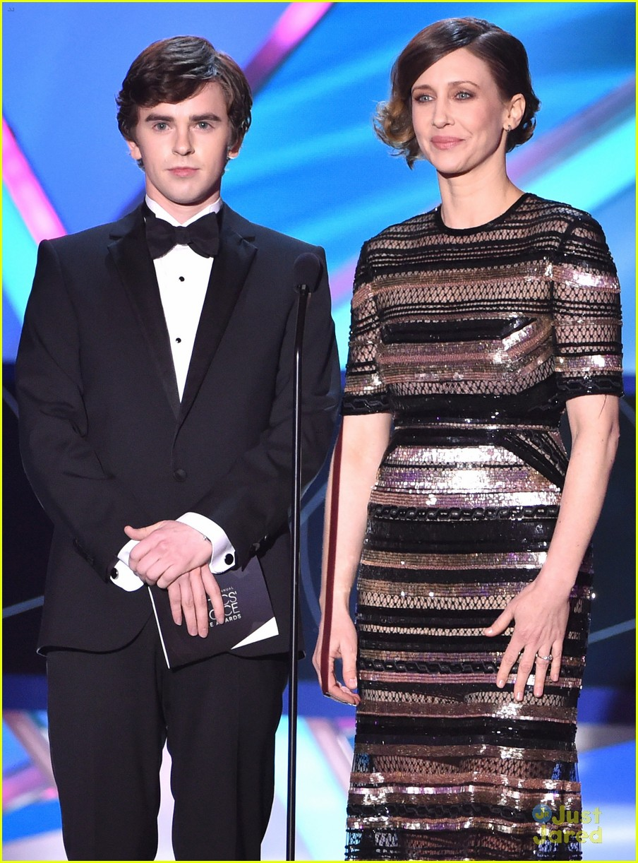 Freddie Highmore Charms Us on Stage at Critics' Choice ...