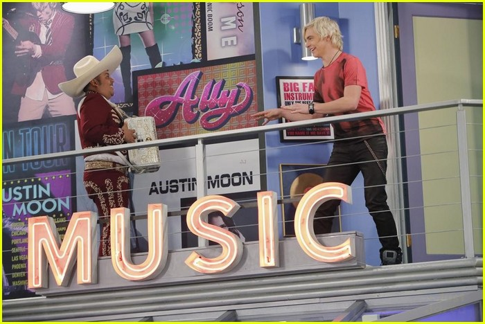 austin moon fails spanish austin ally stills 07