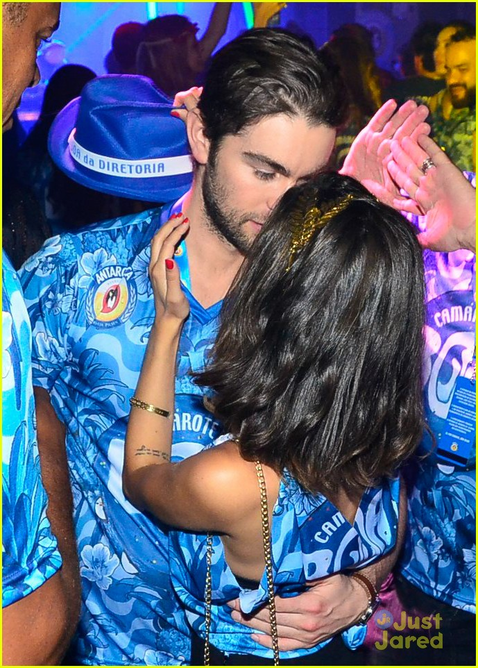 chace crawford makes out with a brazilian singer in rio 34