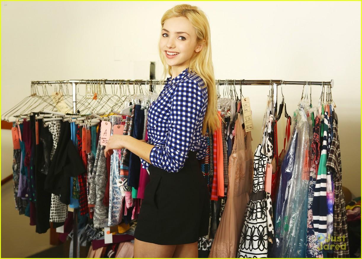 Peyton List Shops 39 Jessie 39 Wardrobe Sale After Spin Off Series News Photo 780076 Photo