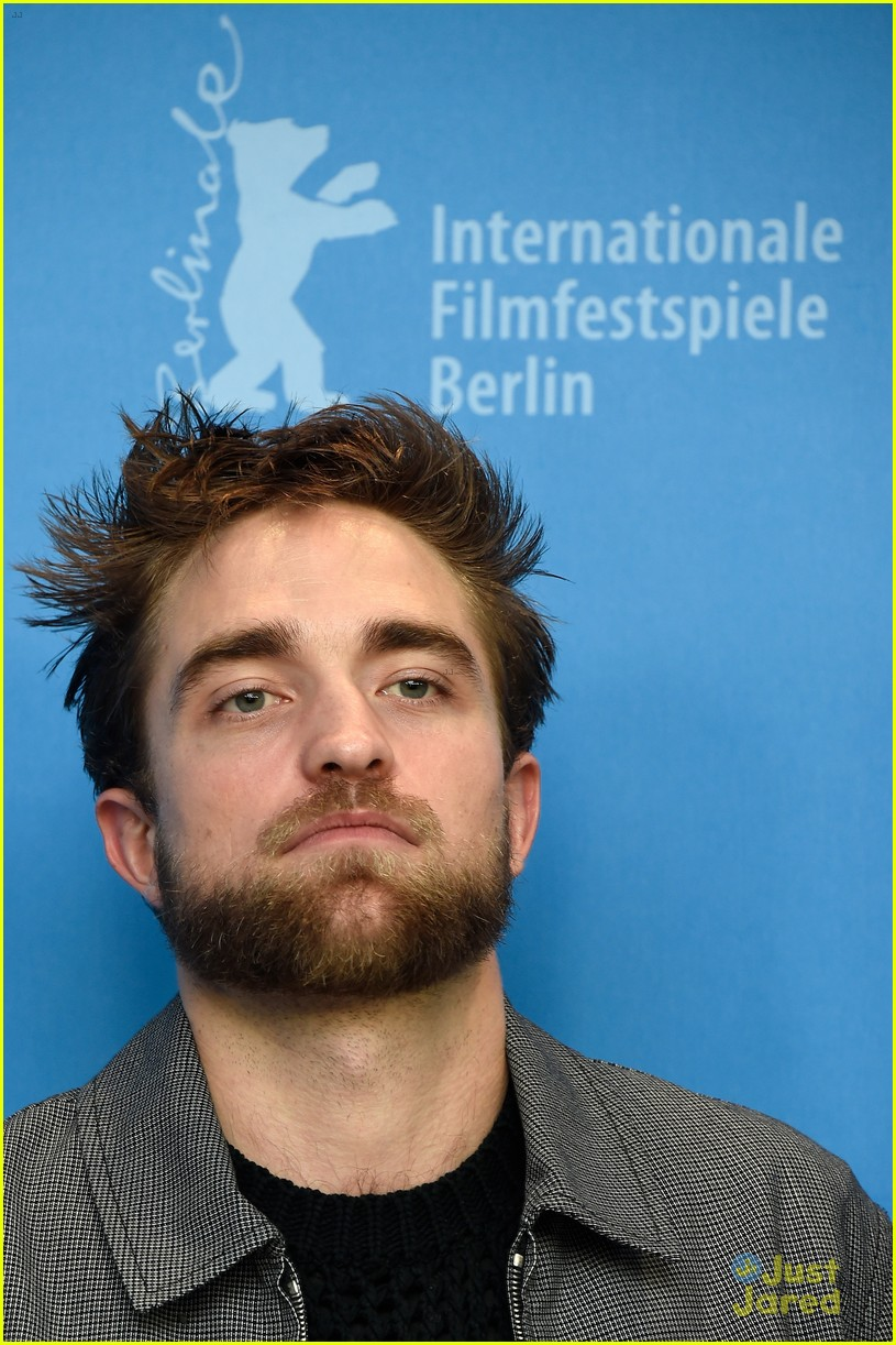 About this photo set robert pattinson rocks a super scruffy look